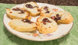 Blue Cheese Crostini with Balsamic Onions–Use with GF Baguettes